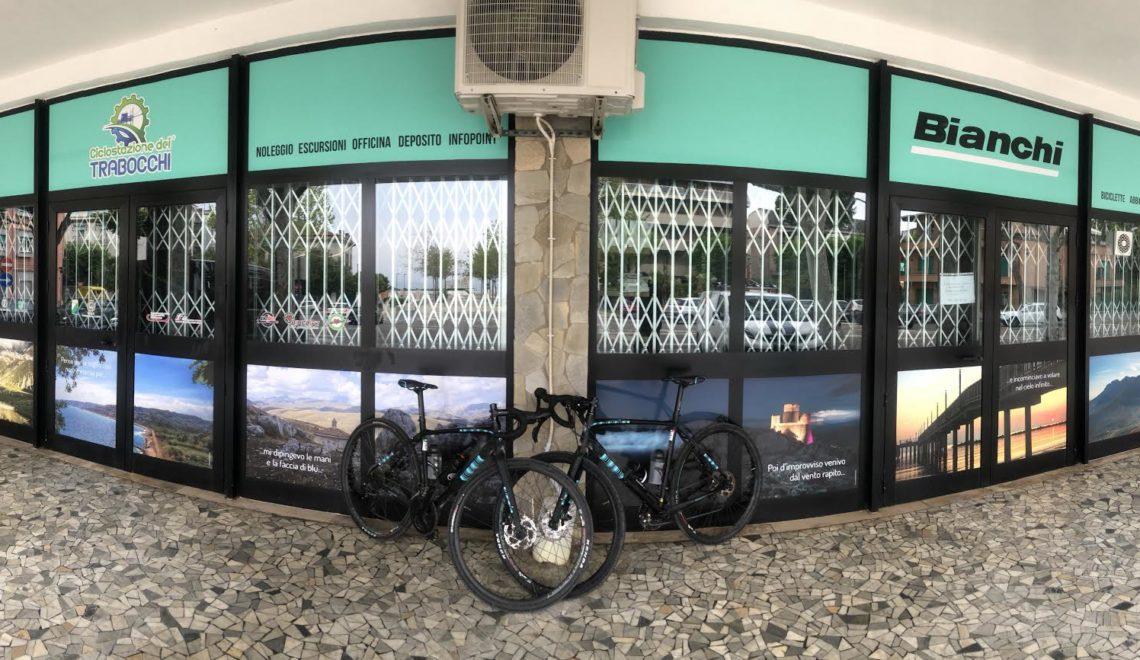 Ciclostazione dei Trabocchi, bicicletta in primo piano